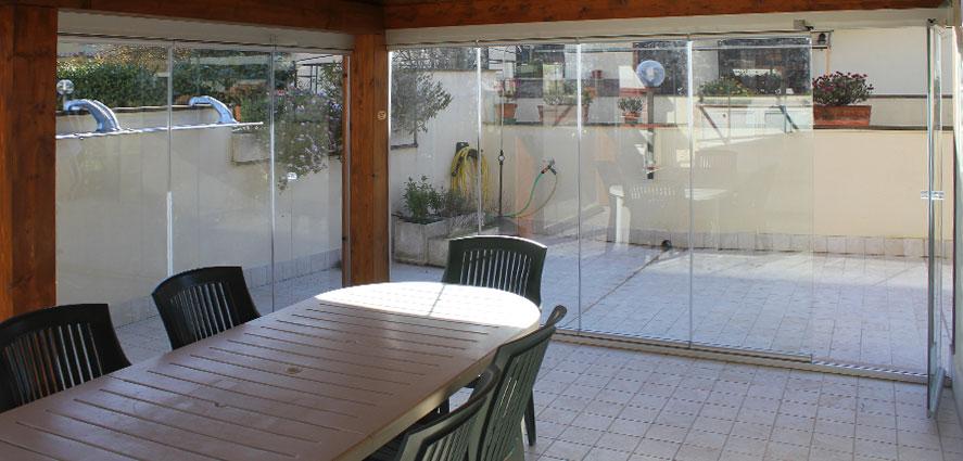 Vetrate scorrevoli per ristoranti e agriturismi tsh service - Vetrate da esterno ...