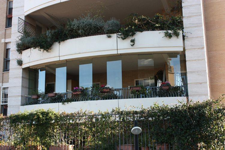 Terrazzo con vetrate