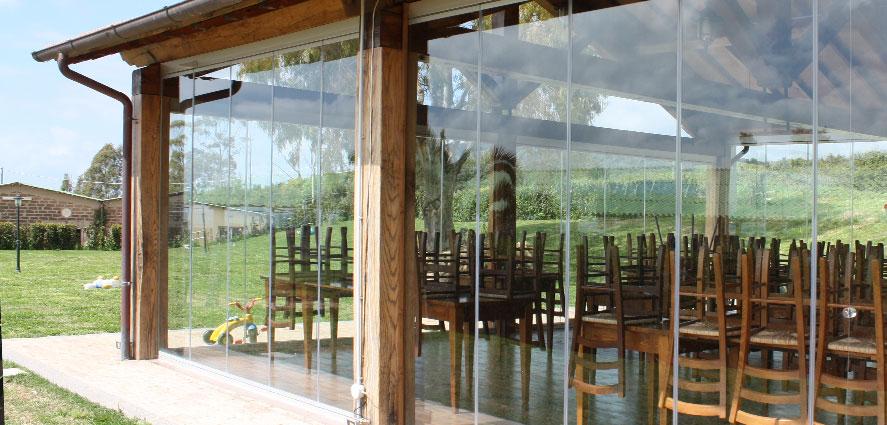 Les portes pliantes avec protection contre vent et la pluie