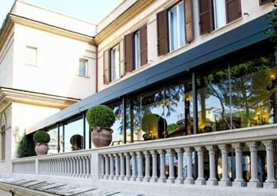 Fermetures terrasses de verre d'affaires