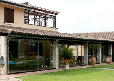 Fermetures des parois coulissantes en verre pour les villas